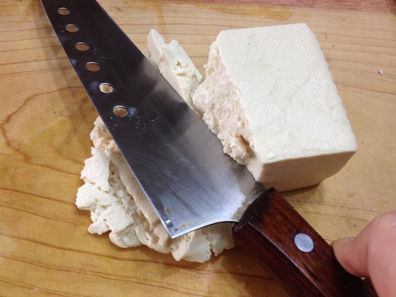 豆腐を潰す