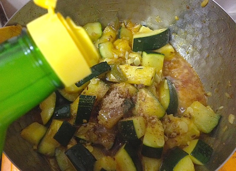 レモン汁とマンゴーパウダー