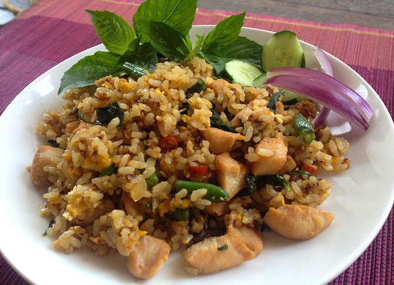 カオ パット ホーラパー ガイ(鶏肉&タイバジルチャーハン)レシピ
