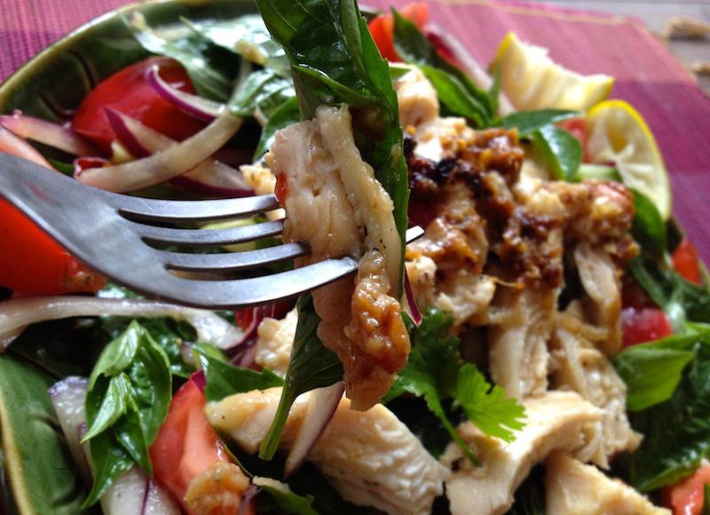 ホーラパーと鶏肉のサラダ