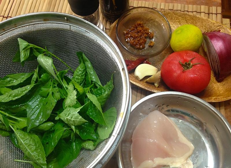 タイバジルと鶏肉のサラダの材料