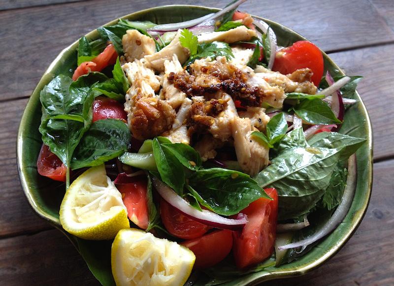 タイバジルと鶏肉のサラダ