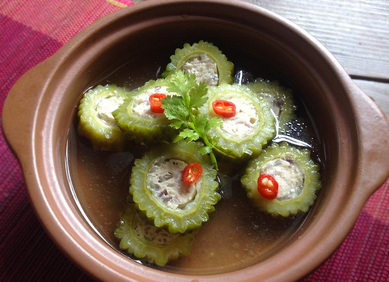 ベトナム風ゴーヤの肉詰めスープ