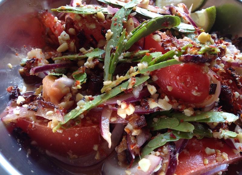 タマリンドの葉のミャンマー風サラダ