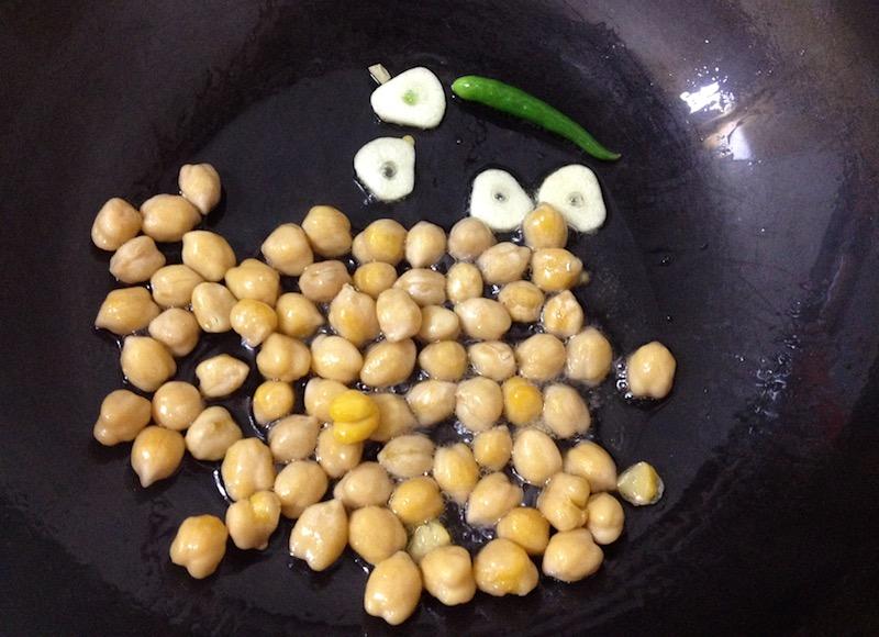 ひよこ豆を炒める