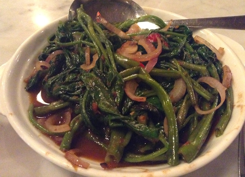 マレーシアで食べた空芯菜炒め