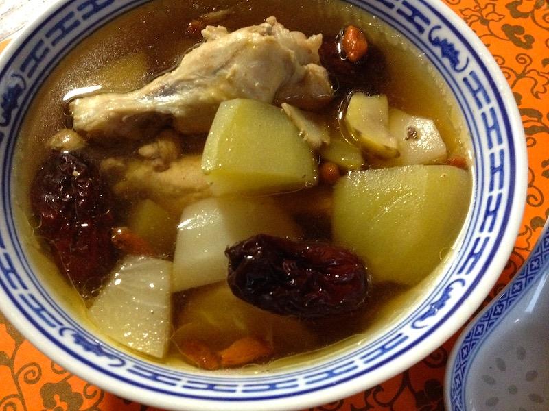 鶏肉とハヤトウリの薬膳スープ