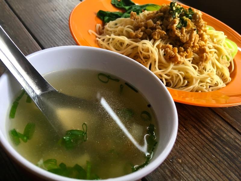 客家麺とスープ