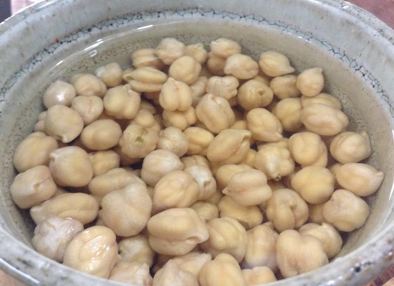 ひよこ豆を水で戻す