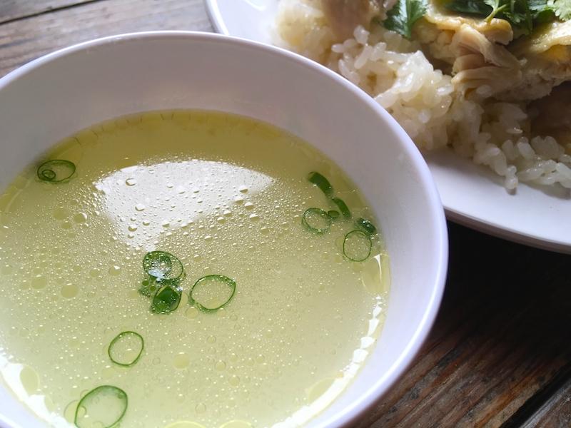 鶏肉の茹で汁スープ