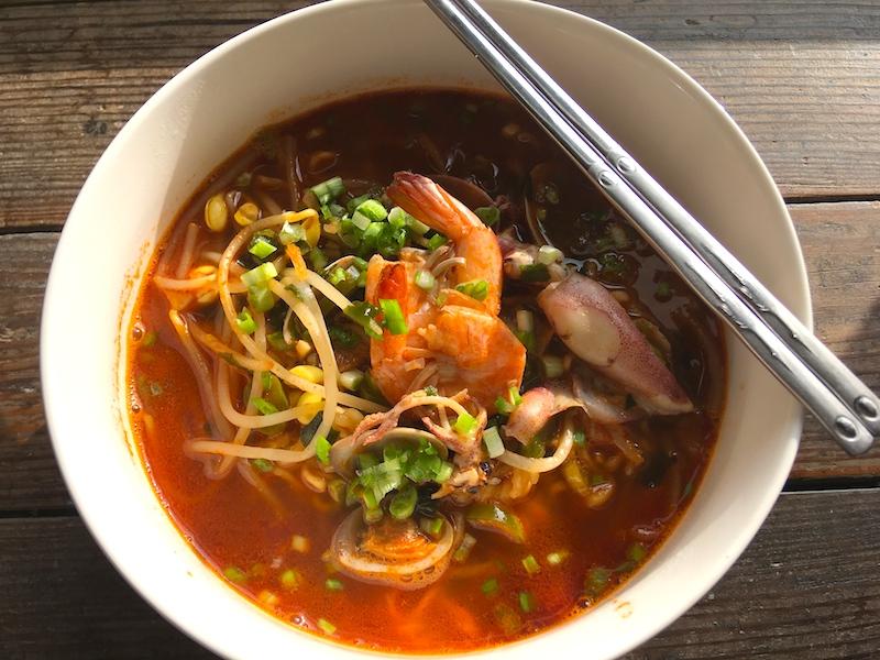 韓国ラーメン【アレンジレシピ】激辛海鮮ラーメンにアレンジしてみた