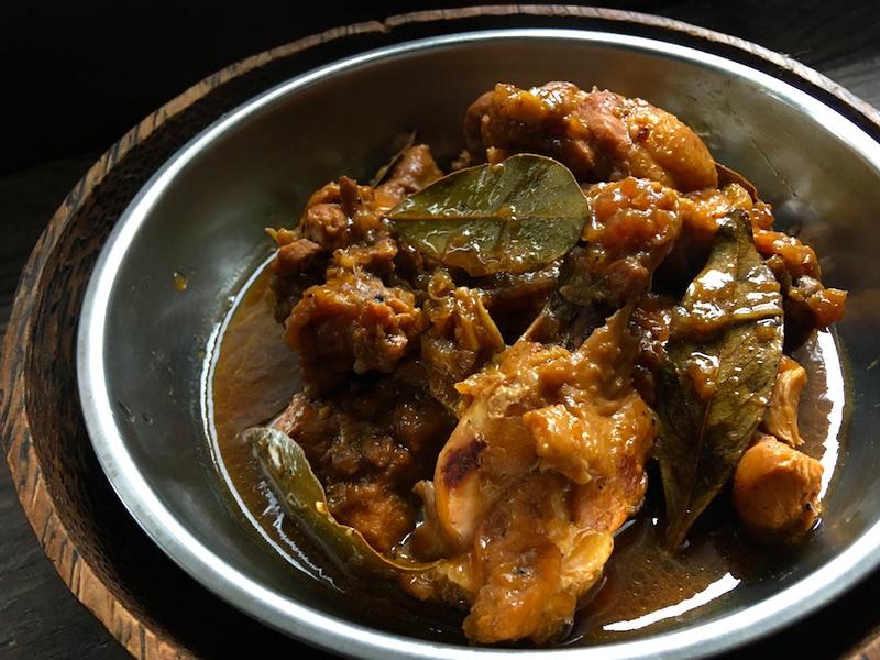 チキンアドボのレシピ(フィリピンの煮込み料理)