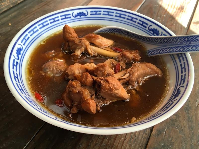 鶏肉の薬膳スープ
