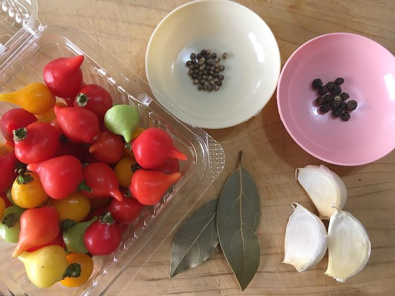 ビキーニョの酢漬け材料