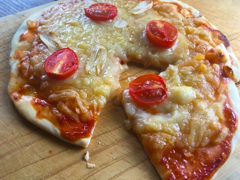 イオン【トップバリュ】ベジタリアン用の豆乳チーズでピザを作ってみた