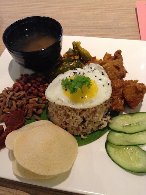 マレーシアで食べたナシレマ(菜食)