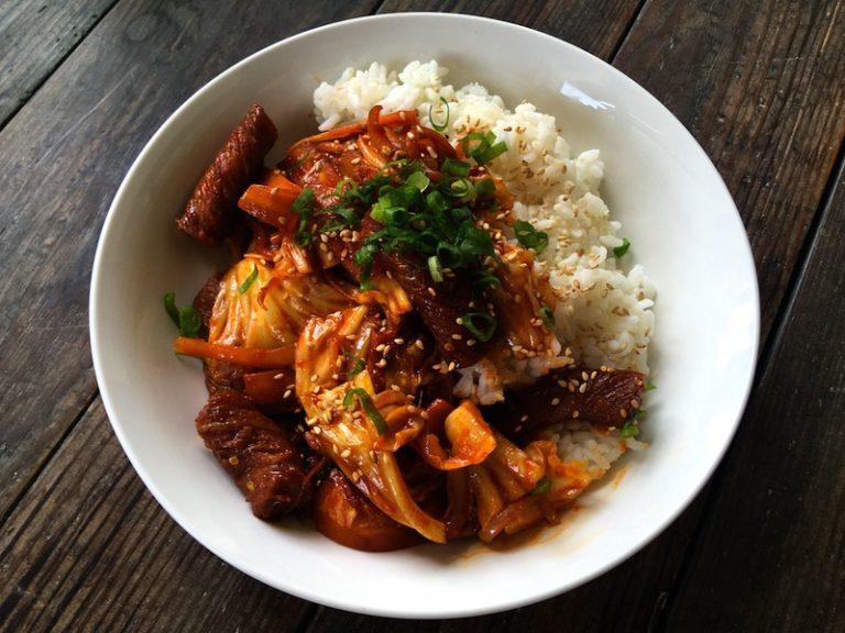 こんにゃくトッパブ(イカの甘辛炒め風ご飯)レシピ