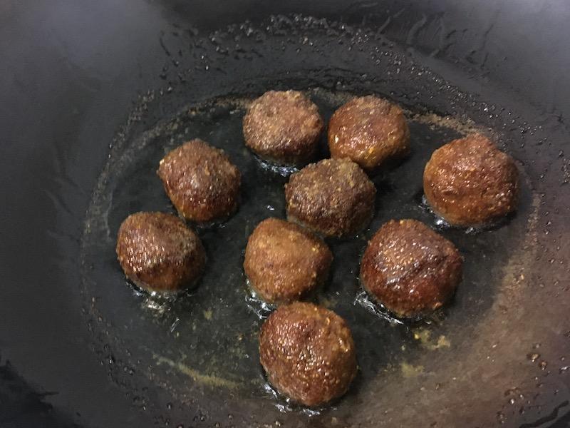大豆ミートを揚げる