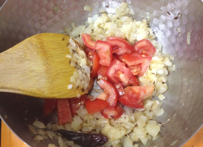 トマトを炒める