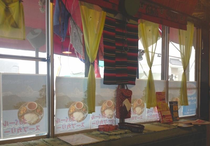 ネパール料理麦の店内