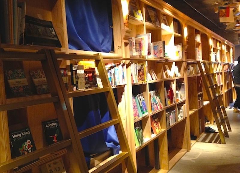 ブック&ベッド東京の本棚