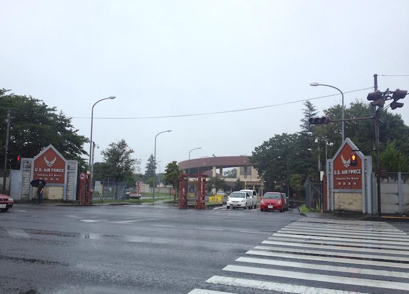 横田基地のゲート