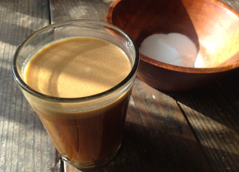 コーヒーにココナッツミルク