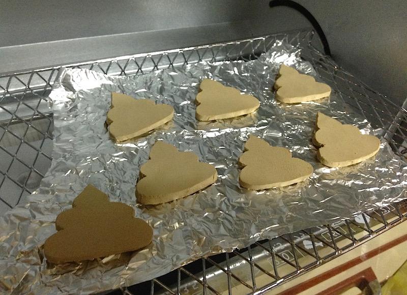 オーブン陶土を焼く