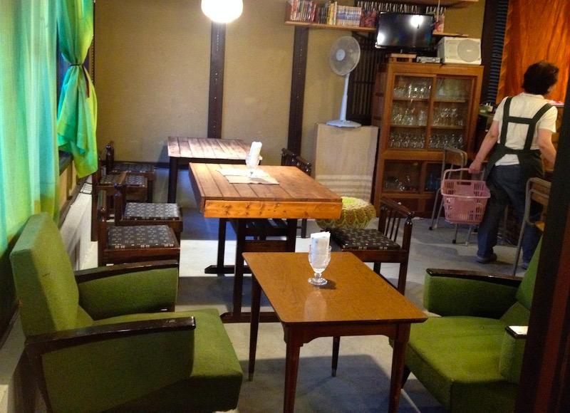小さなパン店おがわ屋のカフェスペース