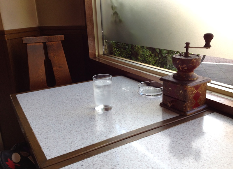 十日市茶房の店内
